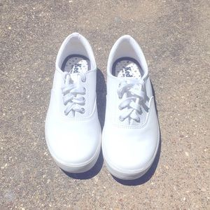 NWOT Keds white sneakers size 6 1/2,